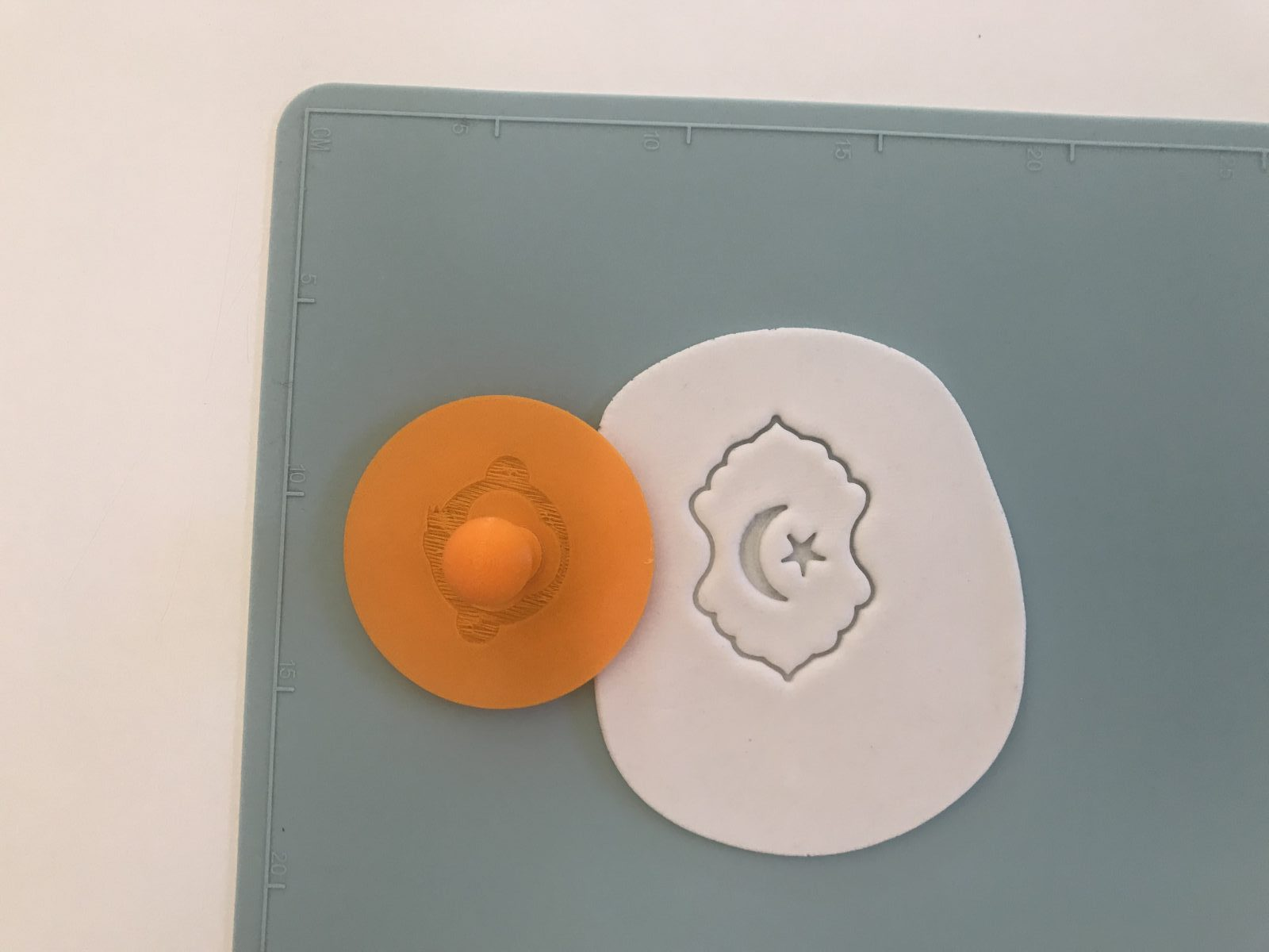 Moon And Star In Lantern Fondant Stamp